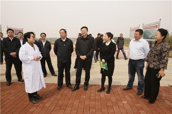陈海波书记到我院国家现代农业示范区视察调研